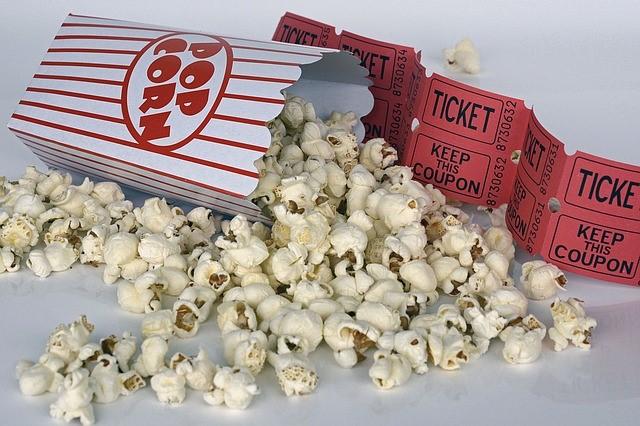 Popcornia ja elokuvalippuja